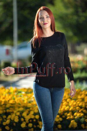 Bluza neagra pufoasa cu strasuri nergePULOVERE
