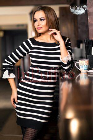 Rochie tricotata cu dungi alb-negru si fundite la maneciROCHII DE ZI
