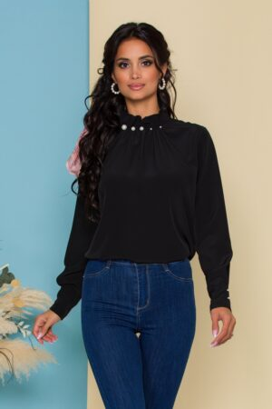Bluza  neagra cu guler inalt accesorizat cu perle