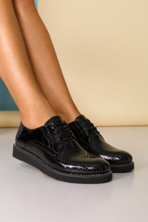 Pantofi  negri cu strasuri pe talpa si inchidere cu sireturi