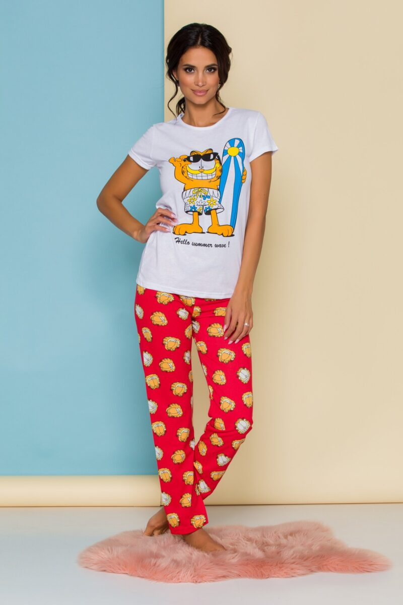 Pijama cu tricou alb si pantaloni rosii cu imprimeu